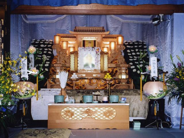 6尺白木祭壇+脇生花4基