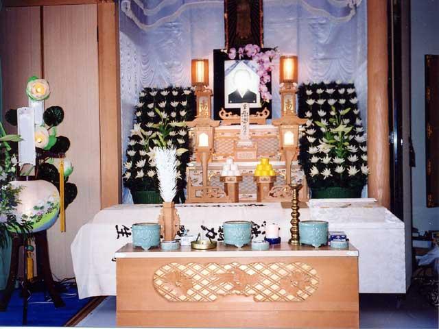 3尺白木祭壇+脇生花4基